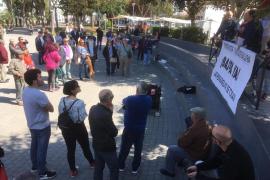 Medio centenar de personas se concentran en Ibiza para defender las pensiones