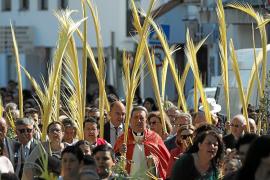 Soleado y multitudinario Domingo de Ramos en Santa Eulària