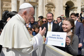 Greta Thunberg pide al Papa unirse a la huelga climática y Francisco le anima a continuar su trabajo