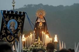 La Virgen de los Dolores estrena estandarte en el Santo Entierro de Santa Eulària
