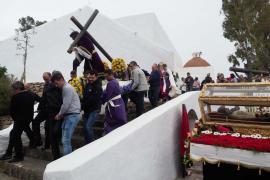 La procesión del Viernes Santo en Santa Eulària, en imágenes .
