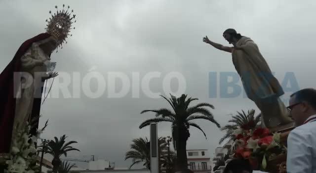 El mal tiempo no puede con el Santo Encuentro en Santa Eulària