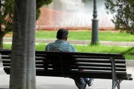 El número de mayores de 80 años que viven solos en Baleares se duplica en cinco años