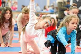 Acrobacias y talleres para lograr que haya un festival de circo en Ibiza