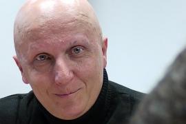 La Fiscalía pide cárcel por estafa para Paco Sanz, 'el hombre de los 2.000 tumores'