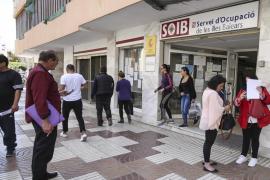 El número de empleados en Baleares aumenta en 27.400 y el de parados en 3.100