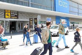 El aeropuerto de Ibiza tiene programados 1.466 vuelos para el puente de mayo