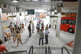 La contrata de autobuses sigue pendiente de la aprobación del plan de transporte