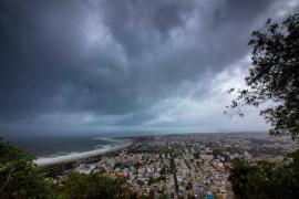 India evacúa a más de 1 millón de personas ante la llegada del ciclón 'Fani'