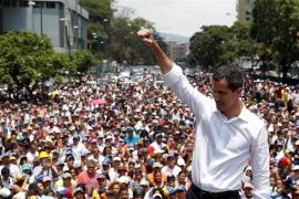 Guaidó llama a los venezolanos a concentrarse frente a los cuarteles