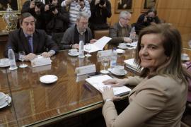 CCOO y UGT transmiten a Báñez que la reforma laboral es inútil y no está equilibrada