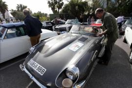 De Galicia a las Pitiusas a bordo de coches repletos de historia