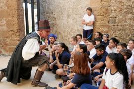 Teatro y humor para descubrir el medievo y Dalt Vila