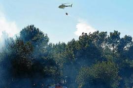 Un incendio quema unos 1.000 m2 de rastrojos junto a la carretera de Sant Mateu