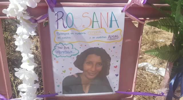Flores y mensajes en recuerdo de Rosana, la víctima de es Viver