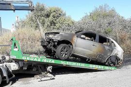 Un aparatoso incendio calcina dos coches en es Gorg, uno de ellos del alcalde Rafa Ruiz
