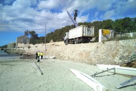 El Ayuntamiento de Sant Josep retira las barcas abandonadas de ses Salines