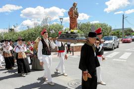 Cientos de personas en Puig d'en Valls celebran el día grande de la localidad
