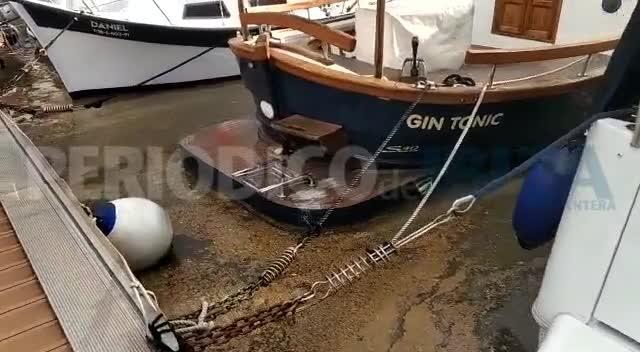 Vecinos y comerciantes del puerto tildan de «vergüenza» el último vertido de fecales y piden responsabilidades