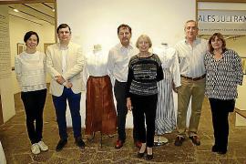 Aires Sollerics expone ropa del siglo XIX en Can Prunera