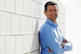Marcos Serra: «Miraré más la persona con la que pacto que sus colores políticos»