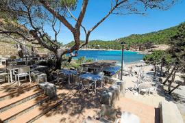 El restaurante Cala Salada pide que se posibilite el fondeo controlado en la zona