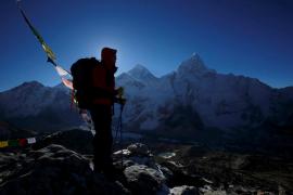 Un escalador en el Everest