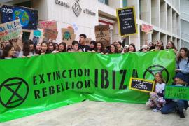 Extintion Rebellion presenta sus tres demandas en el Consell d'Eivissa