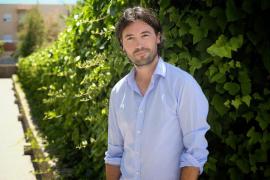 Ricardo F. Colmenero: «Con toda la humildad del mundo, creo que soy el escritor ibicenco más gallego de la actualidad»