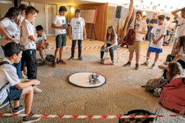 Los institutos de Ibiza muestran sus proyectos de robótica en Santa Eulària