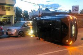 Detenido al dar positivo en alcohol tras chocar contra varios coches en Sant Antoni