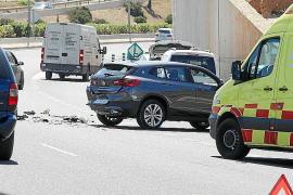 Accidente y retenciones en la carretera del aeropuerto