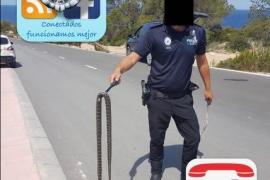 La Policía de Sant Josep retira una serpiente en Cala Vedella