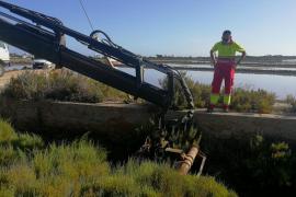 Formentera ejecuta la limpieza del canal de la Savina