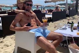 Steven Gerrard, de vacaciones en la isla de Ibiza