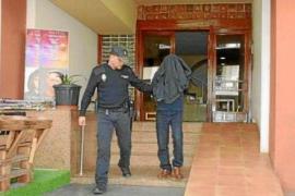 El acusado de asestar 21 punzadas mortales a una mujer se enfrenta a un jurado popular