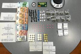 Detenidos dos hombres en Platja d'en Bossa con 10.000 €, cocaína, éxtasis y marihuana