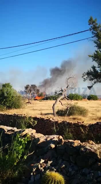 Sobresalto por un incendio que quemó dos hectáreas de terreno agrícola en Formentera