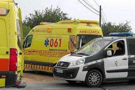 Herido un motorista tras chocar contra un vehículo en la carretera de Cala Llonga