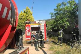 Un camión cisterna evita que se incendie una vivienda de Sant Agustí