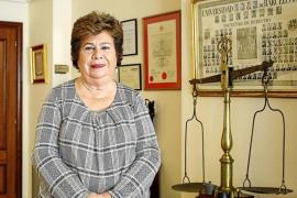 El Colegio de Abogados otorga el premio de ética jurídica a María Luisa Cava de Llano