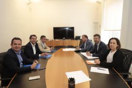 Primer contacto oficial entre Ciudadanos y PP para cerrar futuros pactos de gobierno
