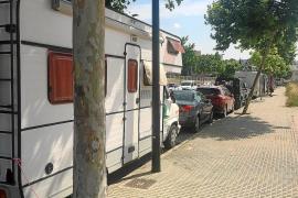 Tres caravanas en la misma calle