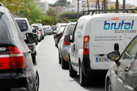 Retenciones a la salida del puerto de Ibiza con motivo de unas obras inesperadas