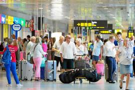 La ocupación hotelera en las Pitiusas se estanca en el 74% y el total de pasajeros aéreos crece un 1,5%