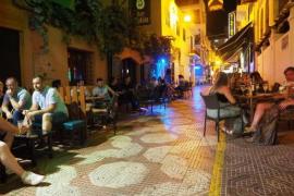 Los bares de la calle del Mar de Sant Antoni tendrán que cerrar antes de las 3 de la madrugada