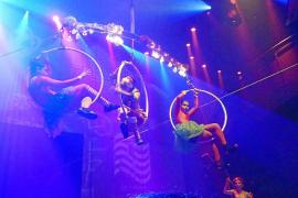 La magia de 'Alicia en el país de las maravillas' se convierte en espectáculo de acrobacias y circo