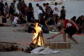 Sant Antoni recuerda la prohibición de encender hogueras en las playas