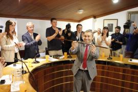 Virgilio Moreno con la vara de mando