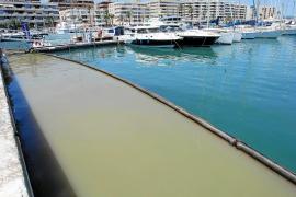 Una avería en la estación de bombeo vierte fecales en el puerto de Ibiza en pleno mes de junio